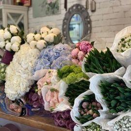 """Свіжі квіткові поставки в """"Je"""